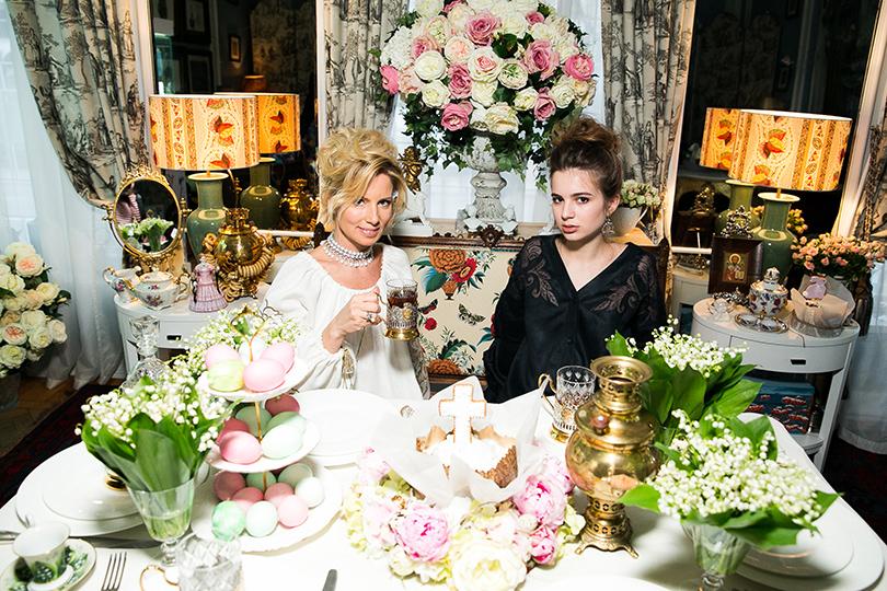 Светская хроника: праздничное чаепитие в шоуруме Axenoff Jewellery. Светлана Захарова с дочерью Александрой