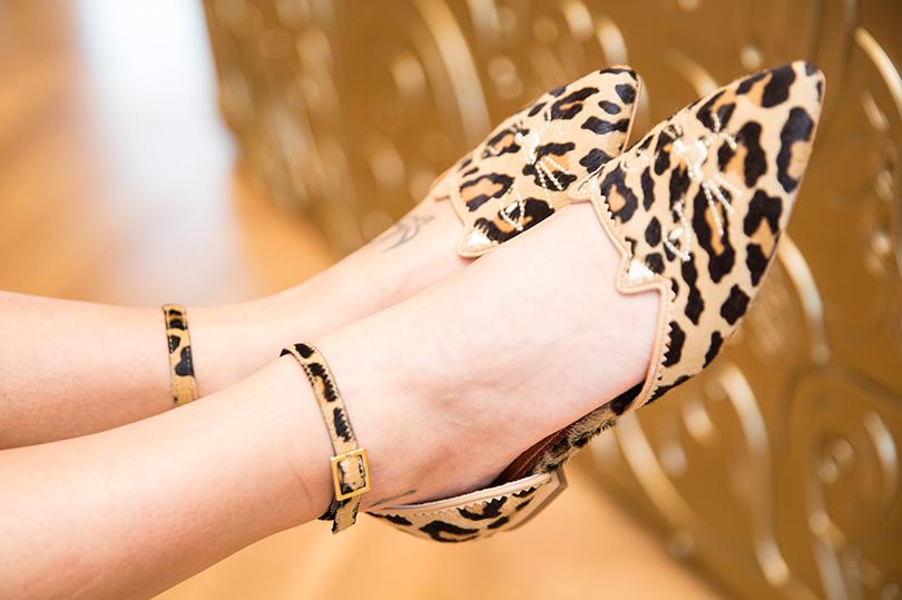 Леопардовые балетки— идеальная деталь гардероба, всегда добавит акцент, ноникогда небудет too much, этоже нелодочки, которые миксовать былобы куда сложнее.