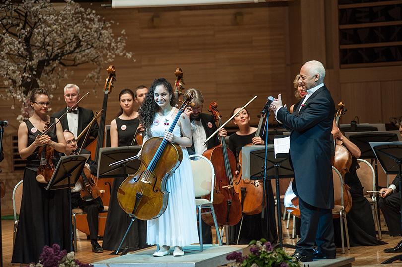Юная израильская виолончелистка Даниель Акта, лауреат премии 2016-года, покорила публику своим выступлением
