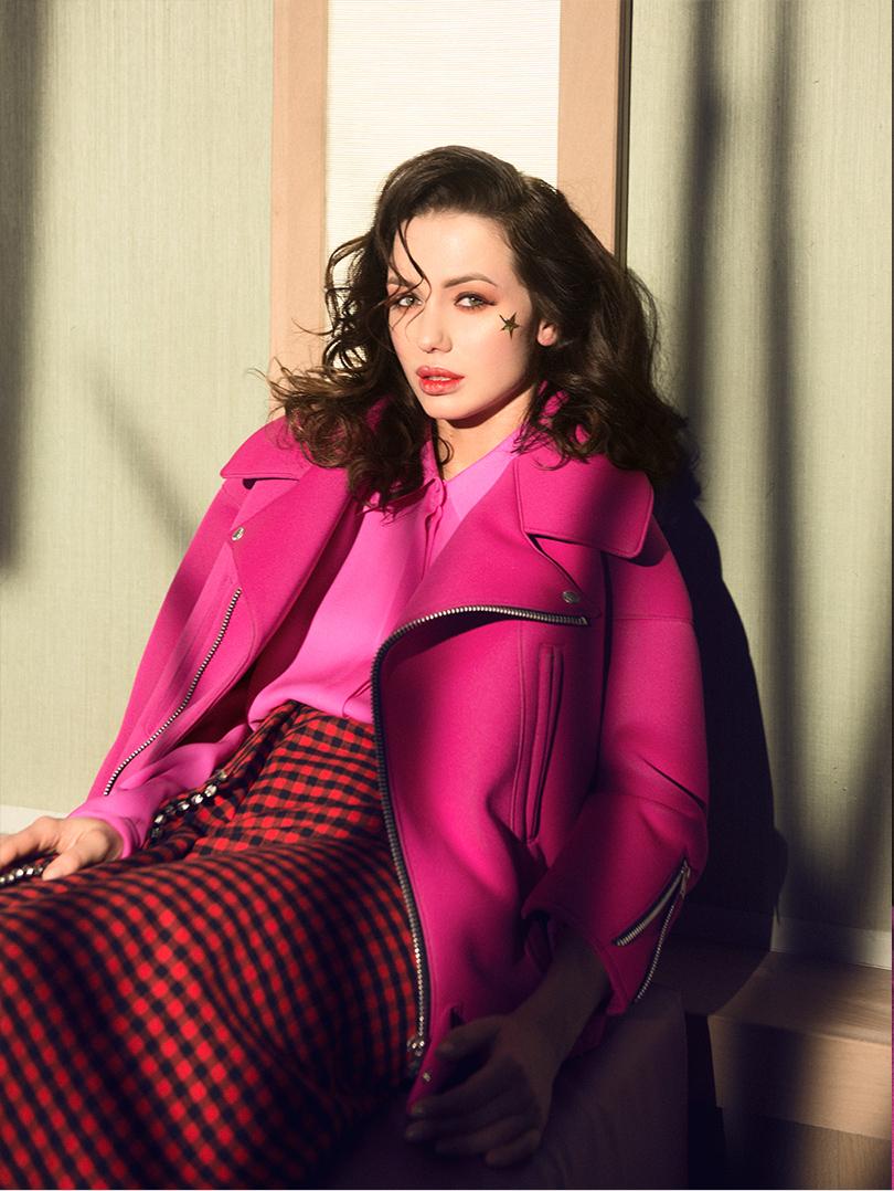 Бомбер изнеопрена Junya Watanabe, шелковая блузка Emilio Pucci, фланелевая юбка состразами N21