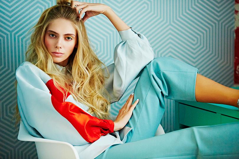 НаЯсмине: блузка изшелка Medea Maris, брюки изполиэстера Erma