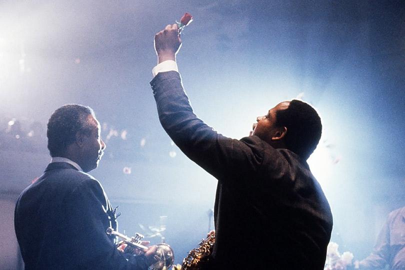 «Птица» (Bird), 1988 Режиссер — Клинт Иствуд. В ролях: Форест Уитакер, Дайан Венора. Саундтрек — сольные партии Чарли Паркера с перезаписанным аккомпанементом современных джазменов
