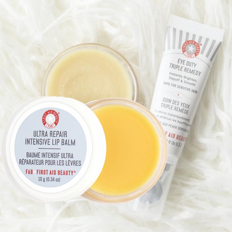 Beauty Shopping: 9 революционных бьюти-новинок, которые стоит привезти из отпуска. Бальзам для губ First Aid Beauty Ultra Repair Intensive Lip Balm