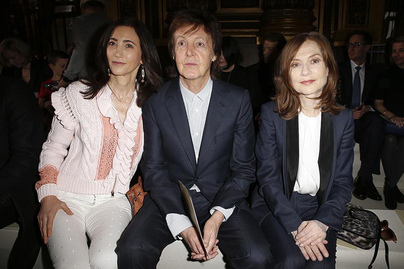 Звездные гости Недели моды в Париже, 2016: Нэнси Шевелл (Stella McCartney), Пол Маккартни, актриса Изабель Юппер