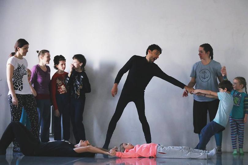 «Dance Family Day/ Семейная лаборатория танца» Центр современного танца «Цех»  22апреля в13:00 (регистрация до20апреля)