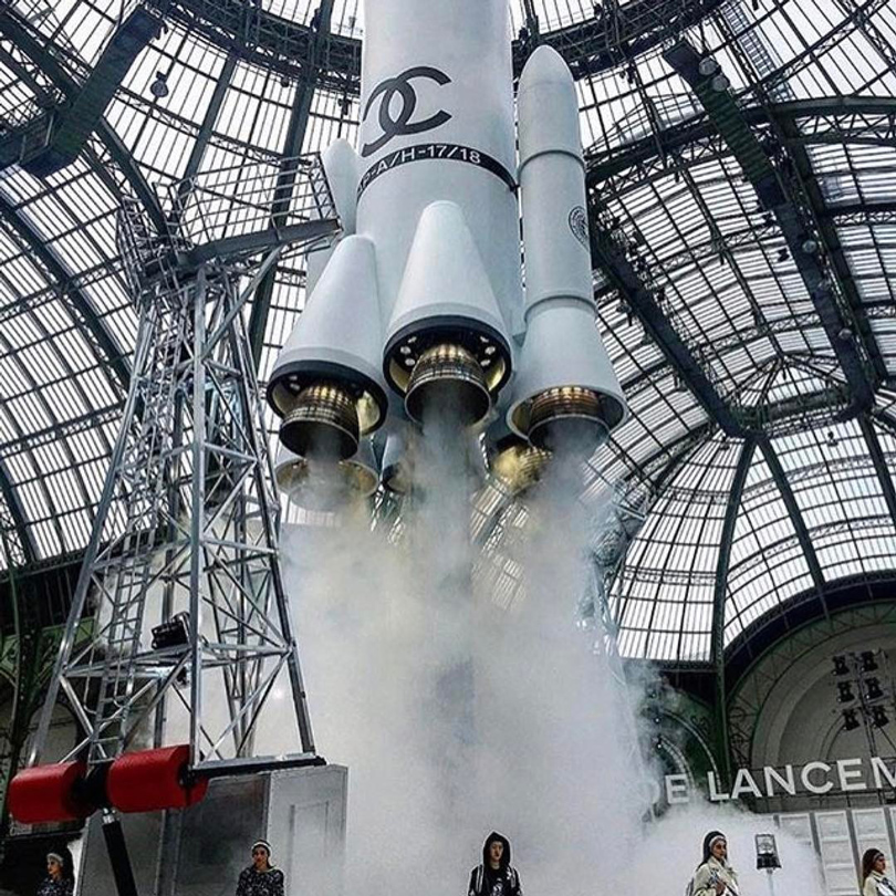 Миссия наМарс: много белого, глиттер ичуть-чуть стритстайла напоказе Chanel