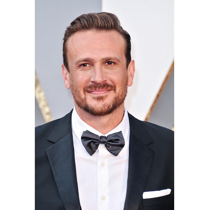 Мужские образы на церемонии награждения победителей «Оскар-2016»: Джейсон Сигел