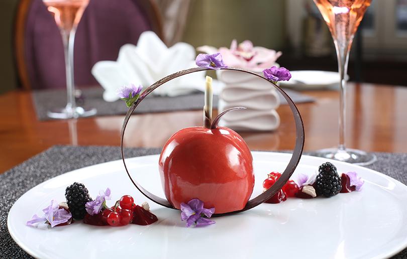 Как отпраздновать? 5 мест, где 14 февраля надо пить шампанское. Ruinart Rose в«Балчуг Кемпински Москва»