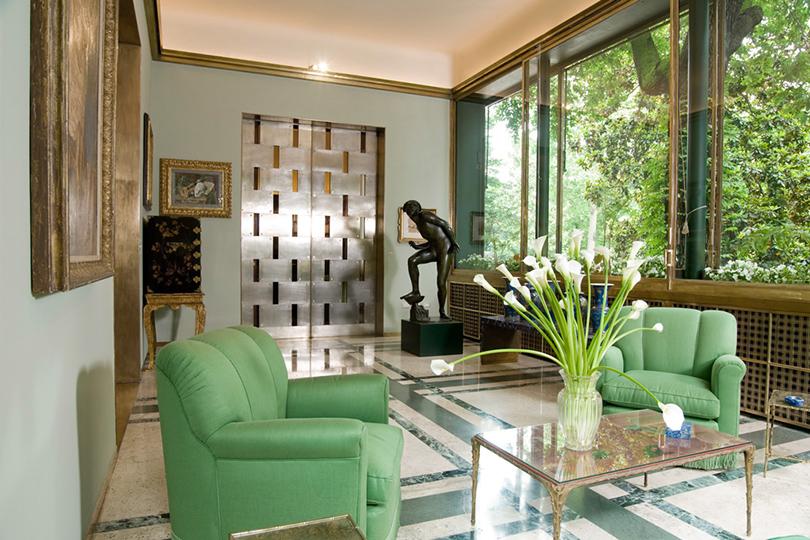 Дом как музей: как оформить интерьер античными скульптурами. Вилла Некки Кампильо, Милан (via Mozart, 14)