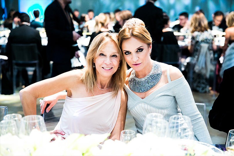 Гала-ужин Tiffany&Co.послучаю открытия нового магазина вМоскве. Алена Долецкая и Виктория Шелягова