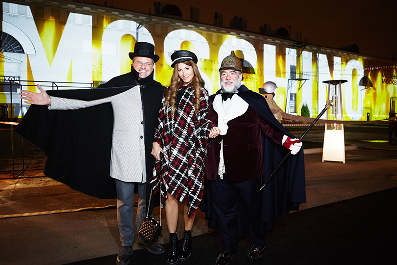 Style Notes: «огненный» показ Moschino в Музее Москвы. Константин Андрикопулос, Ольга Цыпкина и Михаил Куснирович