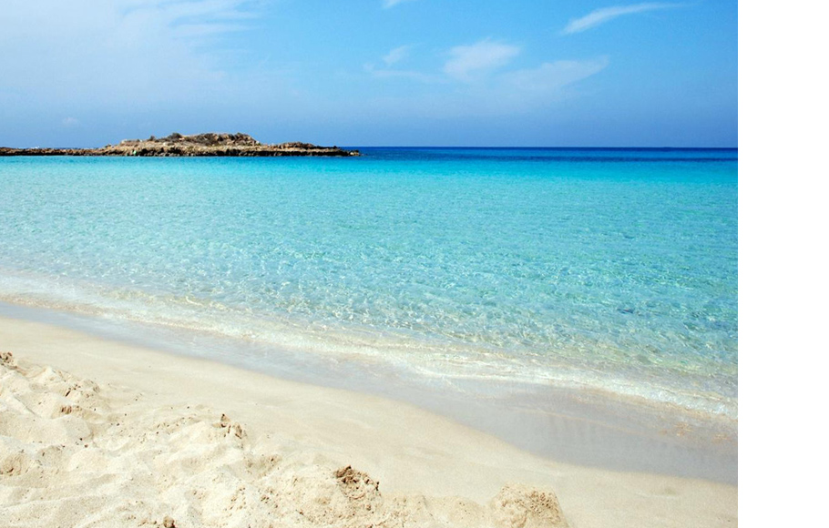 Пляж Fig Tree Bay находится в часе езды от Ларнаки (Кипр)