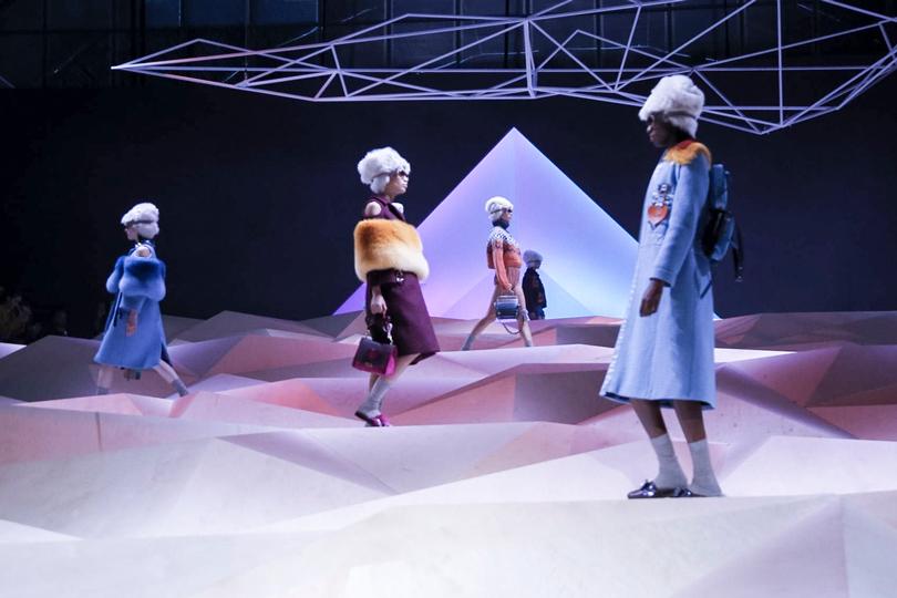 Style Notes: чем запомнился Лондон? Самые яркие моменты London Fashion Week. Anya Hindmarch
