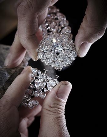 Каролина Шойфеле вдохновилась уникальным камнем иразработала дизайн украшений