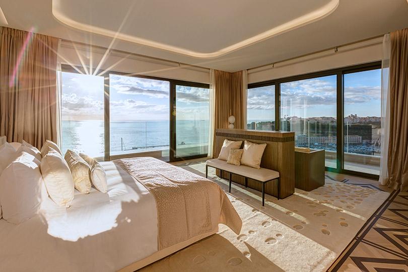 Накрыше одного самых красивых отелей Монако Hôtel deParis, который сейчас находится нареконструкции, открылся двухэтажный сьют имени Грейс Келли