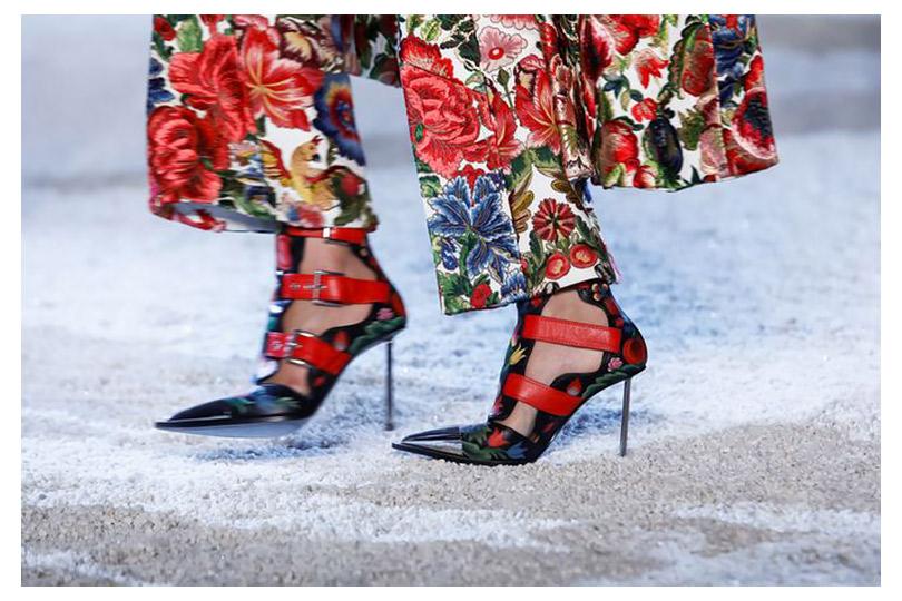 Всем сестрам по серьгам: показ Alexander McQueen весна-лето 2019