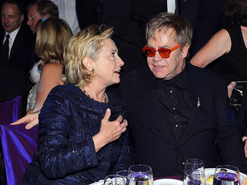 Хиллари Клинтон иее«группа поддержки»: Элтон Джон