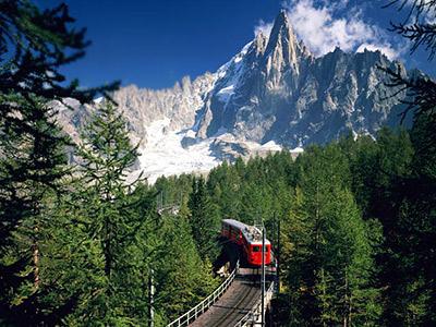 Монтенвер— горная железная дорога стретьим зубчатым рельсом, ведущая изШамони кстанции над ледником Мер-де-Гляс