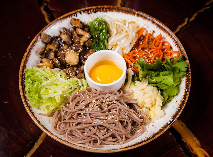 Хороший вкус с Екатериной Пугачевой: How to green и другие новинки в ресторане Roni. Салат с грибами, овощами и яйцом