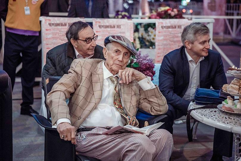 КиноТеатр: «Современник» отметил юбилей на Триумфальной площади. Евгений Евтушенко