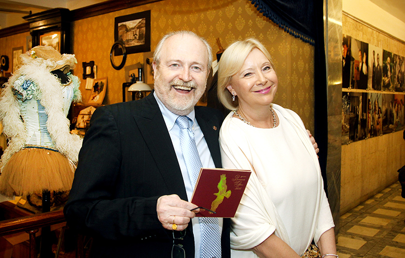Церемония «Золотой орел-2015» на «Мосфильме»: Владимир Хотиненко с женой