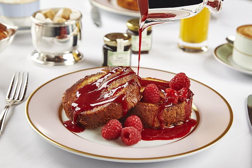 Сутра пораньше: топ-5 новых завтраков вМоскве. Ladurée. Французские тосты Ladurée с малиной и розой
