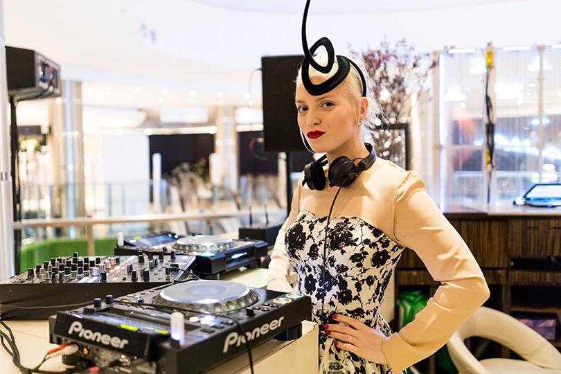 Двухэтажный флагманский бутик Max Mara— самый большой встолице— открылся в«Весне» наНовом Арбате. Диджей Эва Вострокнутова