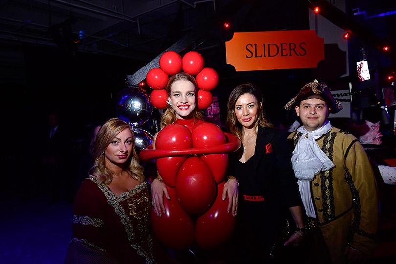 Эксклюзивный репортаж сблаготворительной ярмарки Fabulous Fund Fair вНью-Йорке. Наталья Водянова и Ольга Дулгеру