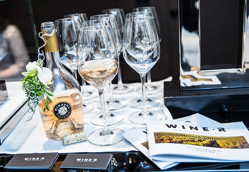 Наши большие друзья— компания Wine-R— ивыбранный ими абсолютный хит для девичников, легкое розе Miraval изпоместья Анджелины Джоли иБреда Питта на юге Франции