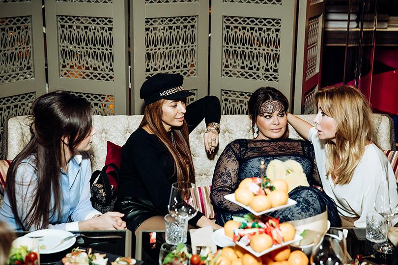 Светская хроника: Виктория Шелягова собрала подруг на девичник. Виктория Аминова и Анна Макарова