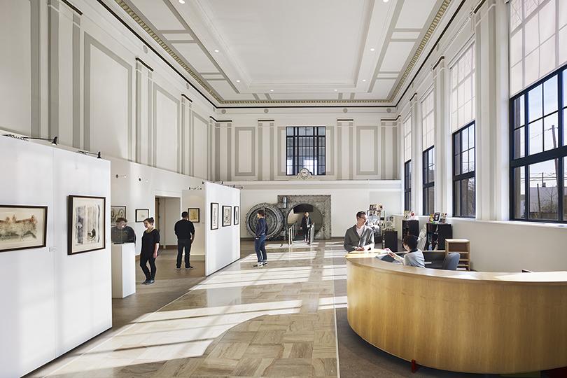 Банки превращаются: отели, бутики икартинные галереи вбывших банковских особняках инебоскребах. Гаррисберг (Пенсильвания), Susquehanna Art Museum, 1401 North Third Street