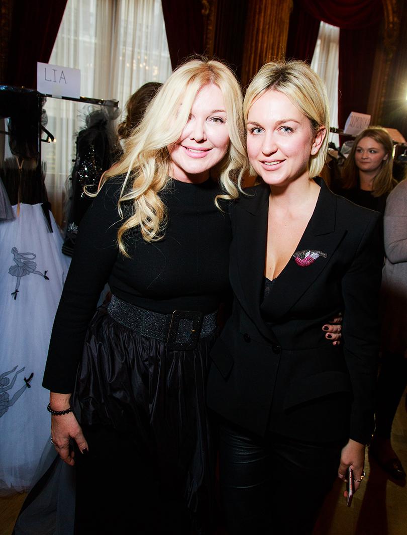 Vanity Fair с Марией Лобановой: Yanina Couture на Неделе высокой моды в Париже.  Юлия и Дарья Янины