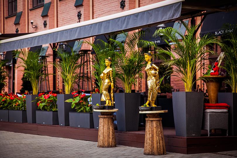 Выходные вгороде: летние веранды московских ресторанов. Black Thai
