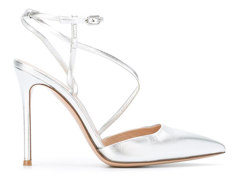 Новый год. Дресс-код: 28лучших пар обуви для новогодней вечеринки. Серебряные босоножки Gianvito Rossi