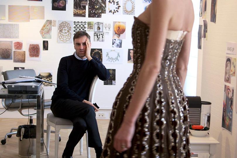 Style Notes: империя роскоши. 70лет Дому Dior. Кадр из фильма «Диор и я»
