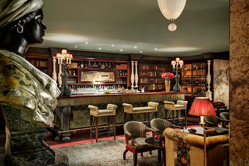 Идея наканикулы: Hotel Metropole Monte-Carlo— позаконам бибопа. Лобби-бар отеля Bibliotheque