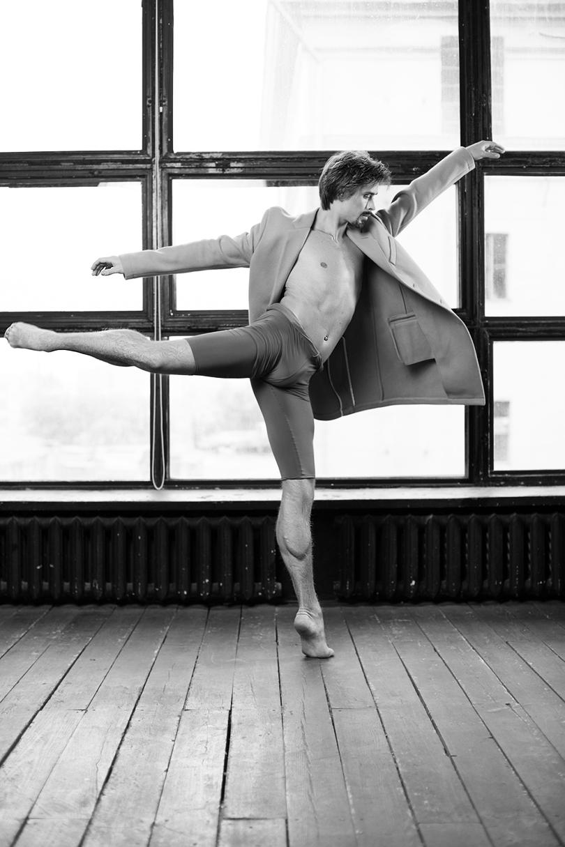 КиноТеатр: о танце и свободе. Интервью с премьером Большого театра Артемом Овчаренко. НаАртеме: пальто изшерсти сдобавлением кашемира Tommy Hilfiger