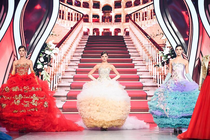 Валентин Юдашкин представил праздничное шоу вчесть 8Марта.
