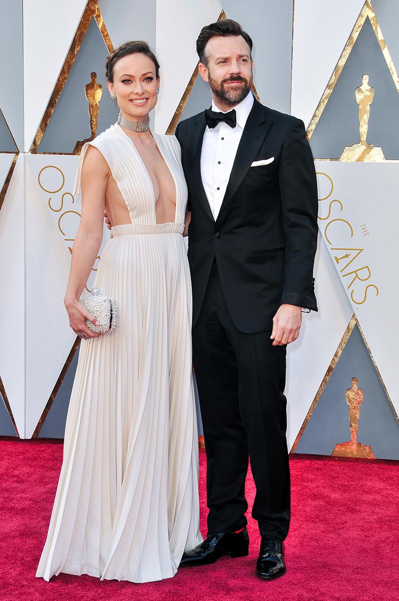 Звездные пары на церемонии вручения кинонаград «Оскар-2016»: Оливия Уайлд (в Valentino Haute Couture) и Джейсон Судейкис