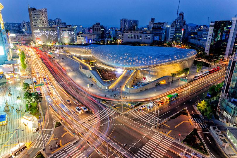 Увидеть футуристический проект Захи Хадид Dongdaemun Design Plaza