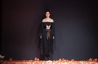 Осенняя пора, очей очарованье: показ Alena Akhmadullina в Музее Москвы