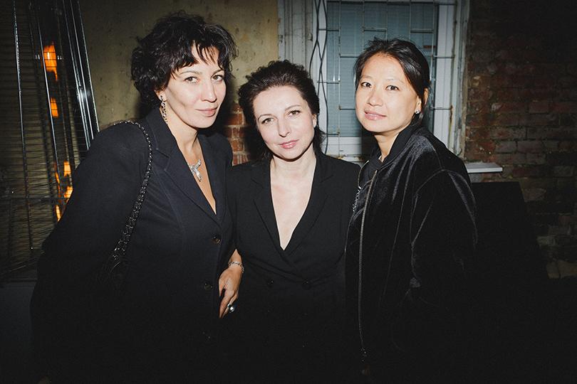 КиноТеатр: «Черный русский». Хроники обыкновенного безумия. Полина Зуева (слева) и Алиса Хазанова (в центре)
