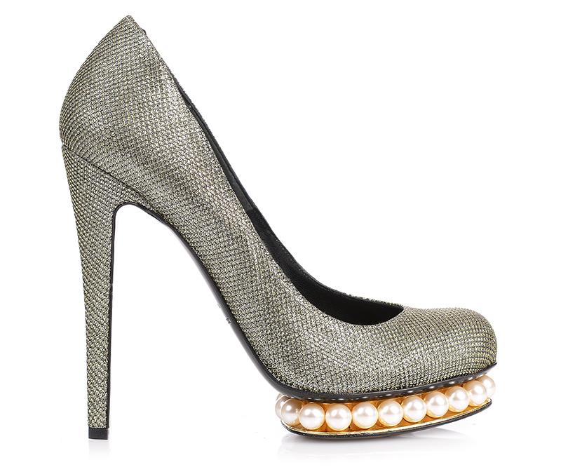 Новый год. Дресс-код: 28лучших пар обуви для новогодней вечеринки. Декорированные стеклянным жемчугом туфли Nicholas Kirkwood
