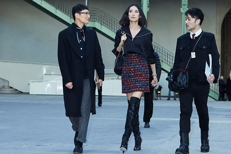 Гости кутюрного показа Chanel вGrand Palais. Тао Окамото