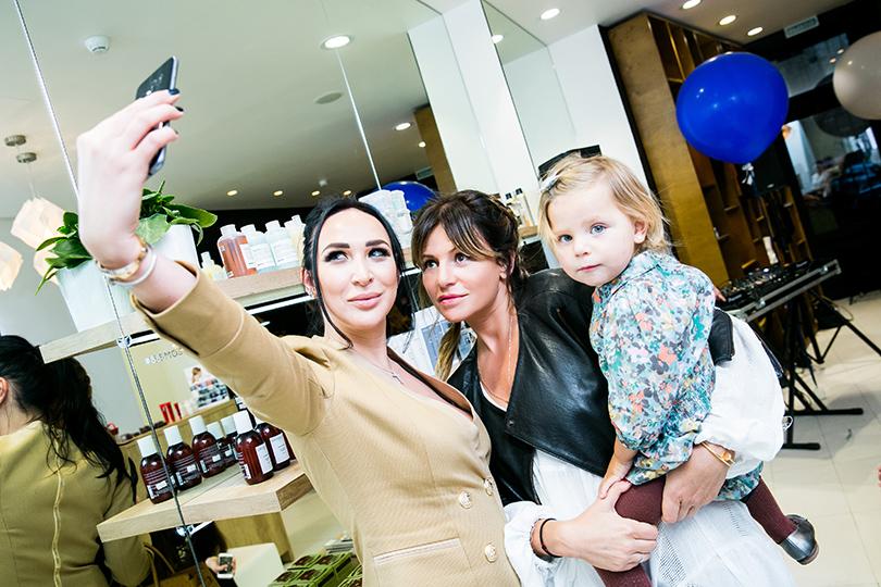 Анастасия Задорина и Алла Акперова с дочкой Верой