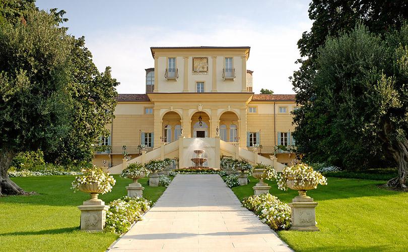 Вотель как вмузей: где остановиться вИталии, чтобы жить среди произведений искусства. Byblos Art Hotel Villa Amistà (via Cedrare78, Corrubbio diNegarine), окрестности Вероны