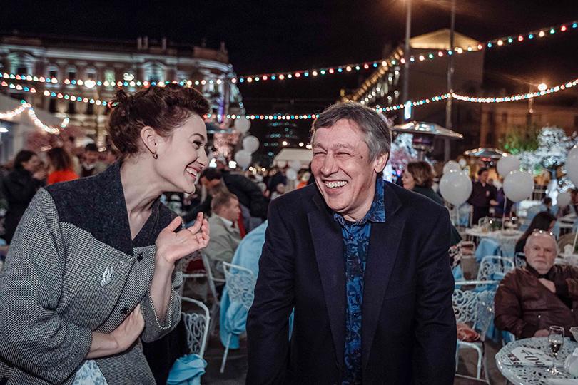 КиноТеатр: «Современник» отметил юбилей на Триумфальной площади. Мириам Сехон и Михаил Ефремов
