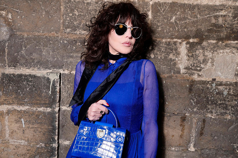 Дождь над Шантийи: Мария Грация Кьюри представила круизную коллекцию Dior. Изабель Аджани