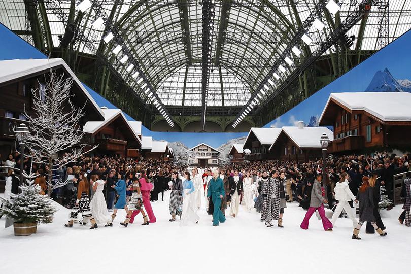 Последняя коллекция Карла Лагерфельда для Chanel на показе в Париже