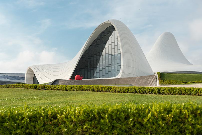 Культурный центр Гейдара Алиева, спроектированный Захой Хадид